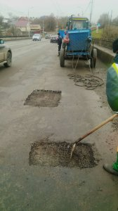 Ямочный ремонт дорожного покрытия на Сугутском мосту и на мосту по пр. Мира (фоторепортаж)