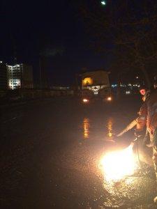 Работы по ямочному ремонту дорожного покрытия проводятся и в ночное время (фоторепортаж)
