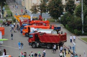 АО «Дорэкс» приняло участие в праздничной выставке спецтехники