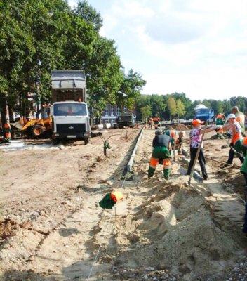 Работы по благоустройству Кадетского парка продолжаются