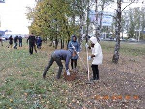Сегодня сотрудники АО «Дорэкс» вышли на уборку закрепленной за предприятием территории
