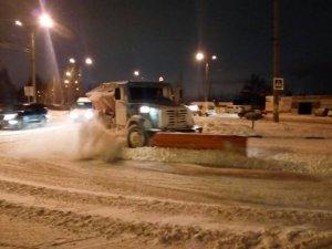 Круглосуточно со снежной стихией борются более 70 единиц спецтехники предприятия