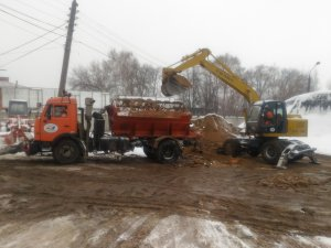 Более 130 единиц техники и 120 дорожных рабочих устраняют последствия снегопада на улично-дорожной сети города Чебоксары