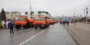 """26 единиц спецтехники АО """"Дорэкс"""" приняли участие в смотре коммунальной техники на Красной площади в г. Чебоксары 13 апреля"""
