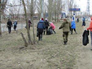 Сегодня, 13 апреля, свыше 80 сотрудников предприятия вышли на общегородской субботник