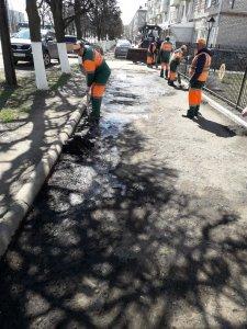 Уборка смета, покраска ограждений, ямочный ремонт - готовим город к праздникам