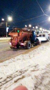 Свыше 50 единиц спецтехники вышли на улицы города с началом снегопада