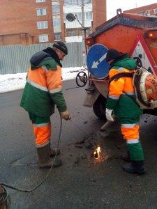 Ямочный ремонт на улично-дорожной сети города ведется круглогодично