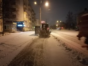 Ночная уборка выпавшего снега