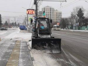 Работа спецтехники на дорогах города