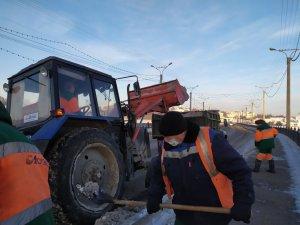Работы по вывозу снега продолжаются (фоторепортаж)