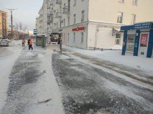 Борьба с последствиями снегопада продолжается круглосуточно