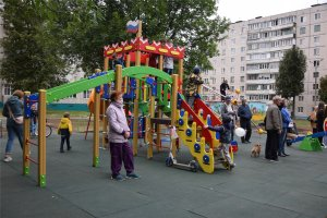 В Чебоксарах открыли обновленную дворовую территорию по ул. М. Павлова и Эльгера